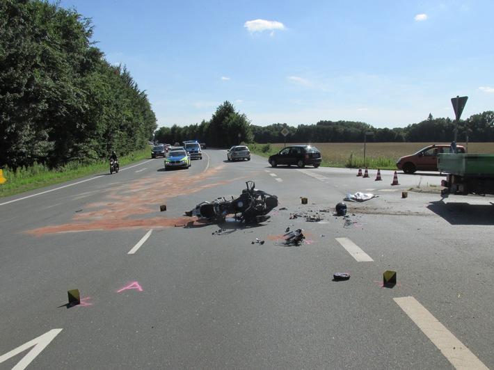POL-MS: Pritschenwagen-Fahrer missachtet Vorfahrt - Motorradfahrer wird schwer verletzt