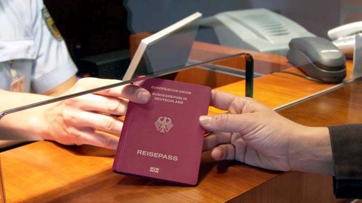 BPOLI-KN: Bundespolizei gibt am Freitag in Singen wichtige Reisehinweise