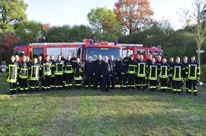 Prüfung bestanden! 25 Feuerwehrmänner und -frauen absolvierten heute die Abschlußprüfung ihrer Grundausbildung.