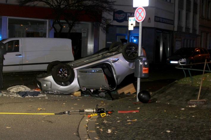 POL-AC: Unfall am Steffensplatz: Pkw landet auf dem Dach
