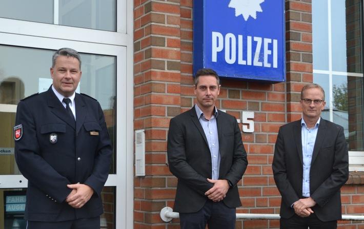 POL-AUR: Neue Leitung des Zentralen Kriminaldienstes: Inspektionsleiter Stephan Zwerg begrüßt Polizeirat Dirk Oidtmann im neuen Amt