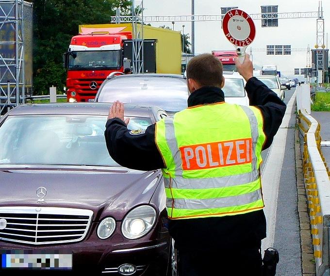 Die Bundespolizei hat bei Grenzkontrollen einen gesuchten ungarischen Staatsangehörigen gestoppt.