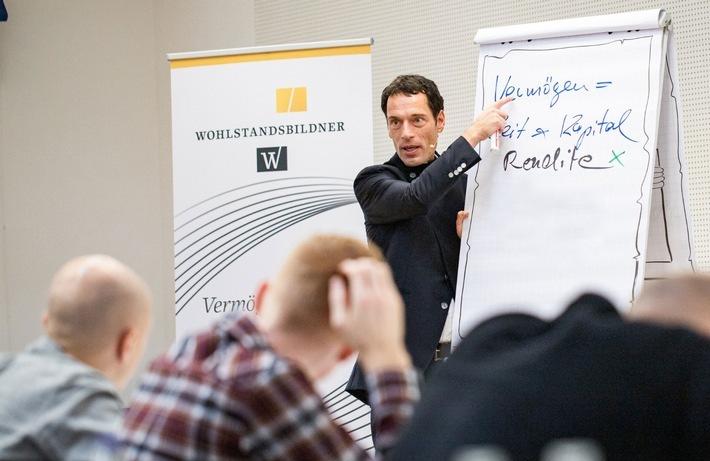 """Andreas Ogger - Klug investieren kann jeder lernen. Weiterer Text über ots und www.presseportal.de/nr/147024 / Die Verwendung dieses Bildes ist für redaktionelle Zwecke honorarfrei. Veröffentlichung bitte unter Quellenangabe: """"obs/wobi Invest GmbH"""""""