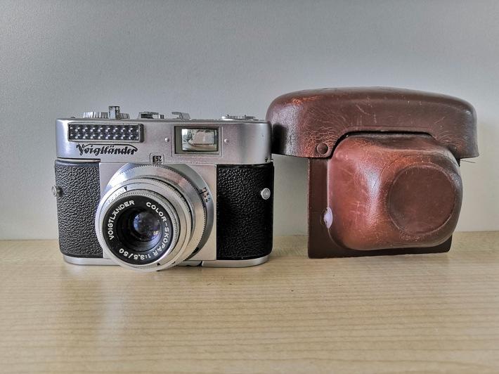 POL-WL: Eigentümer alter Kameras gesucht +++ ZEUGEN GESUCHT: Exhibitionist am Kreishaus