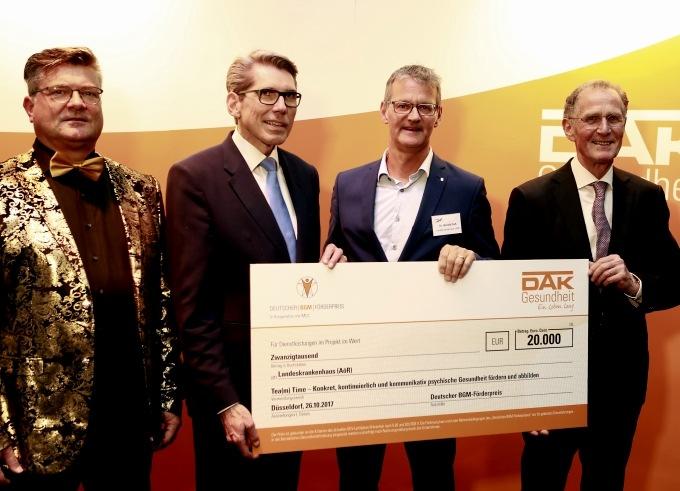 Auf dem Foto zu sehen v.l.n.r. Hartmut Löw MCC, Andreas Storm DAK-Gesundheit, Gerald Gaß Landeskrankenhaus, Bert Rürup