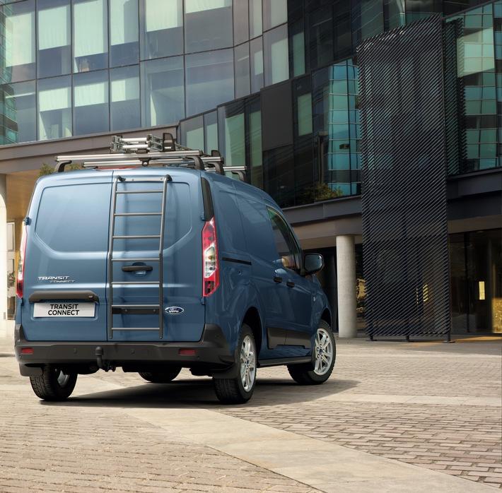 Ford erhöht die Nutzlast des Transit Connect-Kastenwagen nun auf bis zu 907 Kilogramm (netto = ohne Fahrergewicht). Rechnet man das Standard-Fahrergewicht von 75 Kilogramm mit ein, beträgt die maximale Brutto-Nutzlast nun sogar 982 Kilogramm. Bei dieser Version handelt es sich um den Transit Connect-Kastenwagen Active L1 mit dem 1,5-Liter-EcoBlue Diesel (88 kW/120 PS), 6-Gang-Schaltgetriebe und Beifahrer-Einzelsitz - eine Nutzlast-Verbesserung von 79 Kilogramm gegenüber früheren Versionen und dies ohne Kompromisse in puncto Vielseitigkeit oder Kraftstoff-Effizienz. / Ford Transit Connect - noch attraktiver dank sehr guter Kraftstoff-Effizienz und bis zu einer knappen Tonne Nutzlast / Weiterer Text über ots und www.presseportal.de/nr/6955 / Die Verwendung dieses Bildes ist für redaktionelle Zwecke honorarfrei. Veröffentlichung bitte unter Quellenangabe: