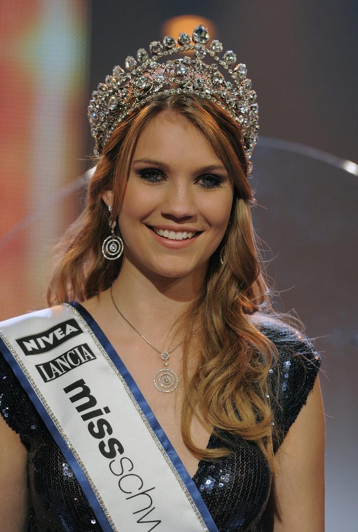 Miss Svizzera 2010 al volante di una Lancia Delta