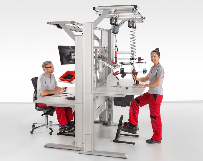 Tisch, Stuhl, Beleuchtung: Bei einem AGR-zertifizierten Industriearbeitsplatz ist das Gesamtkonzept entscheidend