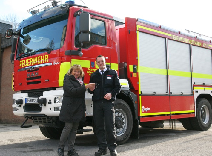 Übergabe des neuen Tanklöschfahrzeuges an die Feuerwehr Mettmann
