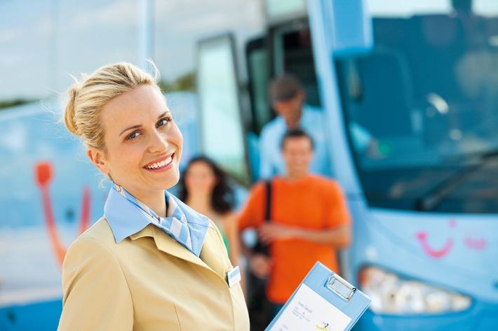 Die TUI Welt als Arbeitsplatz / Job: TUI Reiseleiter. Auftrag: Unvergessliche Erlebnisse schaffen. Arbeitsplatz: Die Welt (BILD)