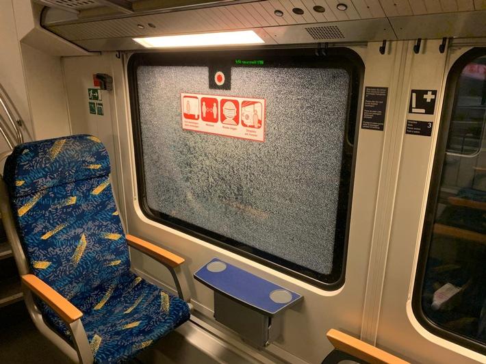 BPOL-HB: Sieben Zugscheiben eingeschlagen und Fahrausweisautomat in Winsen/Luhe beschädigt