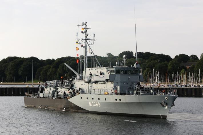"""Minenjagdboot """"Homburg"""" M1069 im Marinetuetzpunkt Kiel."""