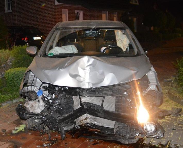 Totalschaden am Fahrzeug des 18-jährigen Ahausers