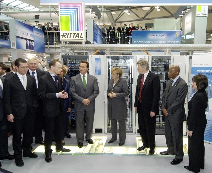 Energieeffizienz von Rittal begeistert / Kanzlerin Merkel und Gouverneur Schwarzenegger bei Rittal