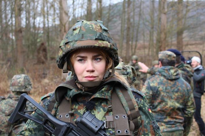 Dienst an der Waffe. Palina Rojinski muss zur Bundeswehr