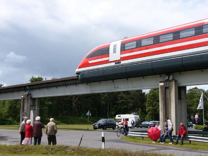 """Magnetschnellbahn: in 3 1/2 Stunden von Moskau nach Berlin. Die Verwendung dieses Bildes ist für redaktionelle Zwecke honorarfrei. Veröffentlichung bitte unter Quellenangabe: """"obs/The International Maglevboard e.V."""""""