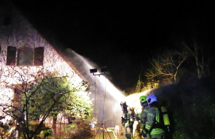 FW Ratingen: Rauchmelder haben Leben gerettet; EFH nach Dachstuhlbrand unbewohnbar - Abschlussmeldung