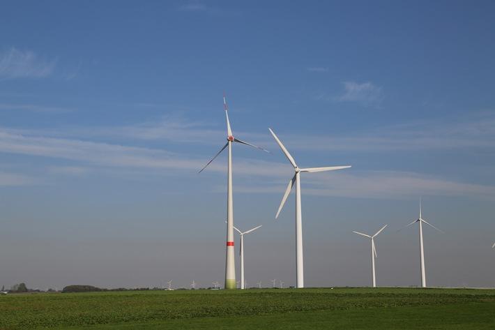 """RE02 Windenergie Deutschland wurde als operative Beteiligungsgesellschaft im April 2012 aufgelegt und über Privatinvestoren mit 9,1 Mio. Euro Eigenkapital ausgestattet. Damit beteiligten sich die Anleger an dem Bau und Betrieb von zwei Windparks in Thüringen und Brandenburg mit einer Leistung von insgesamt rund 20 Megawatt. Weiterer Text über ots und www.presseportal.de/nr/105057 / Die Verwendung dieses Bildes ist für redaktionelle Zwecke honorarfrei. Veröffentlichung bitte unter Quellenangabe: """"obs/reconcept GmbH/© reconcept GmbH"""""""