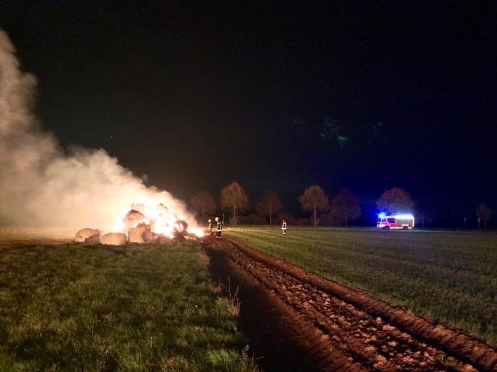 FW-NE: brennen ca.400 Strohballen in Kaarst
