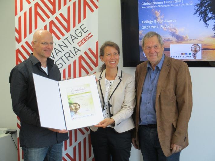 Udo Gattenlöhner (GNF-Geschäftsführer), Beatrice Erhart (Projektmanagerin Österreichisches AußenhandelsCenter) und Michael Bauer (GNF-Stifterrat) bei der Preisverleihung (v.l.)