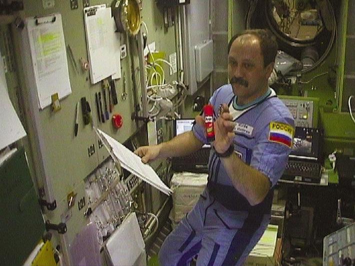 Henkel mit Pritt im Weltraum