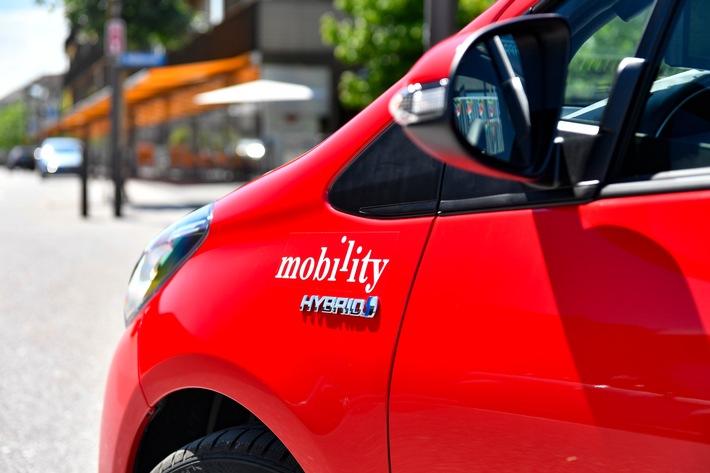 """Mobility intègre 70 Toyota Yaris Hybrid dans sa flotte. Texte complémentaire par ots et sur www.presseportal.ch/fr/nr/100010161 / L'utilisation de cette image est pour des buts redactionnels gratuite. Publication sous indication de source: """"obs/Mobility Carsharing Schweiz"""""""