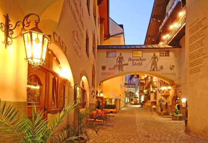 Die Träumerei#8 bildet die Kufsteiner Altstadt und ist die Schlaf-Lounge des berühmten Traditionsrestaurants Auracher Löchl und des Stollen 1930 ? beschützt durch den Festungsfels, aktiviert durch den sanft strömenden Inn-Fluss.