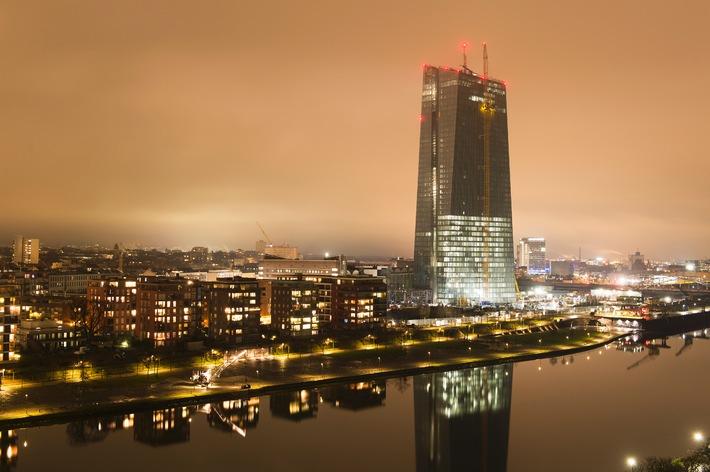 """EZB, Frankfurt. Weiterer Text über OTS und www.presseportal.ch/pm/100053867 / Die Verwendung dieses Bildes ist für redaktionelle Zwecke honorarfrei. Veröffentlichung bitte unter Quellenangabe: """"OTS.Bild/Sika AG"""""""