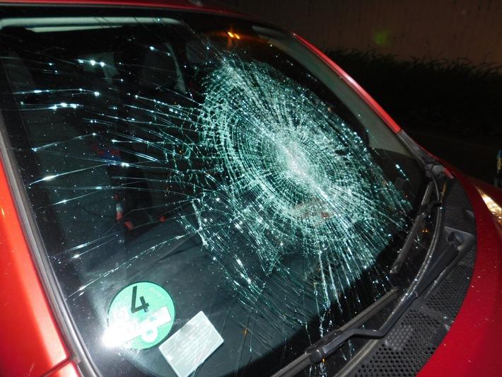 POL-PPKO: Mit Tretroller Autoscheiben eingeschlagen