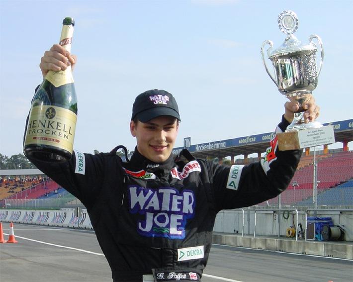 Erfolgreicher Start von ,Water Joe' in den FORMEL Motorsport - Sieg beim Saisonauftakt 2002 mit ,Water Joe'.