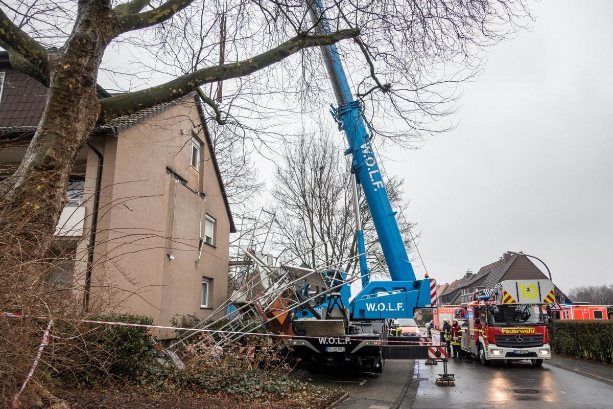 Fw Re Balkonplatte Stürzt Ab Eine Person Schwerst