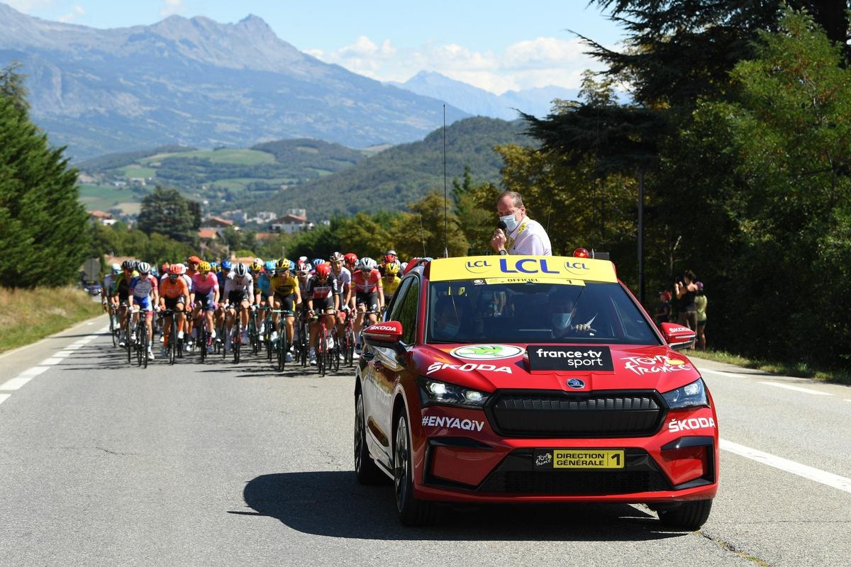 Auftritt des neuen SKODA ENYAQ iV als ,Red Car' bei der Tour de France in Bildern