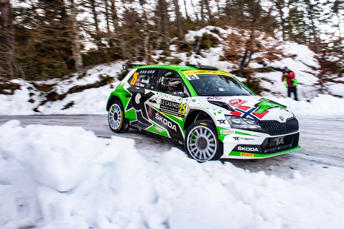 WRC2 Tabellenführer Mikkelsen trifft bei der Arctic Rallye Finnland im SKODA FABIA Rally2 evo auf starke Konkurrenz