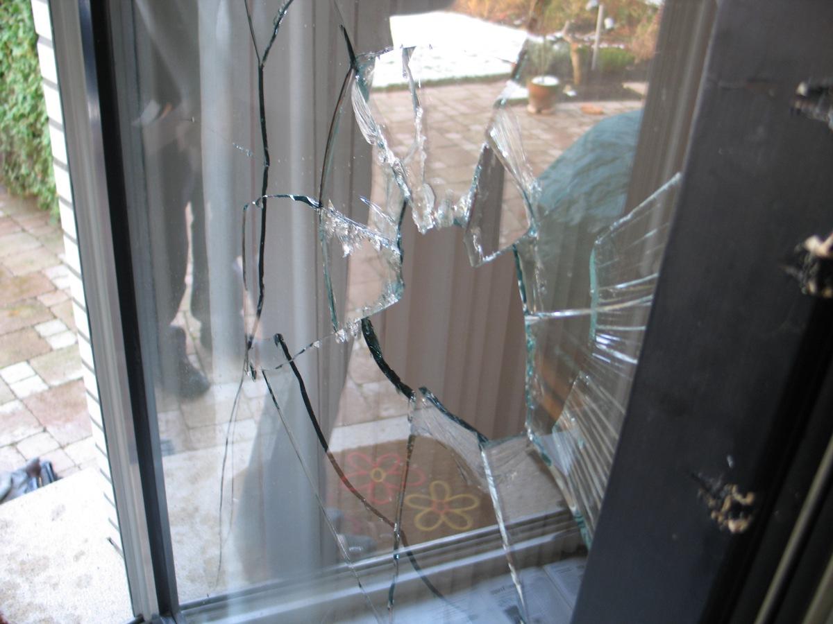 ▷ POL-ME: Viele eingeschlagene Fensterscheiben durch ...