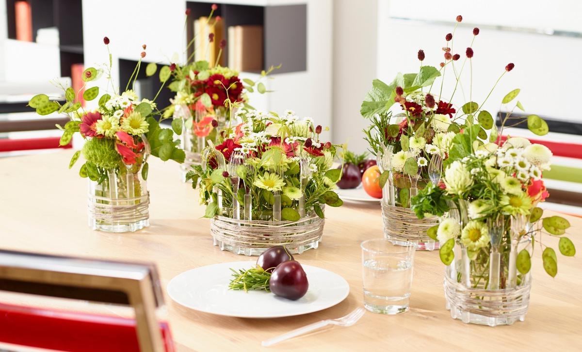 Bunter Stimmungsmacher Verbluffende Tischdekoration Das Chrysanthemen Besteck Presseportal