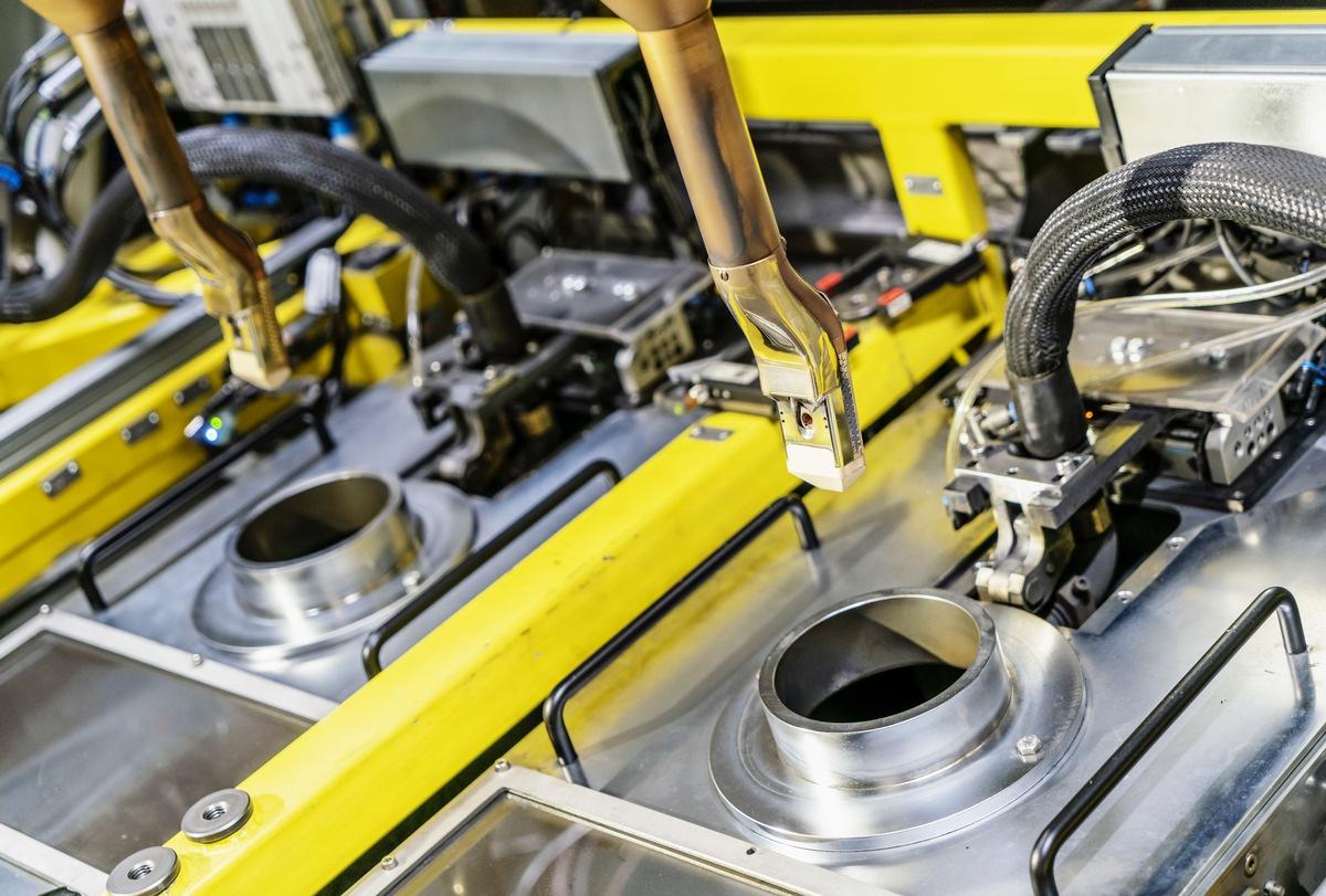 SKODA AUTO führt in der Motorenfertigung Plasmabeschichtung der Zylinderkurbelgehäuse ein