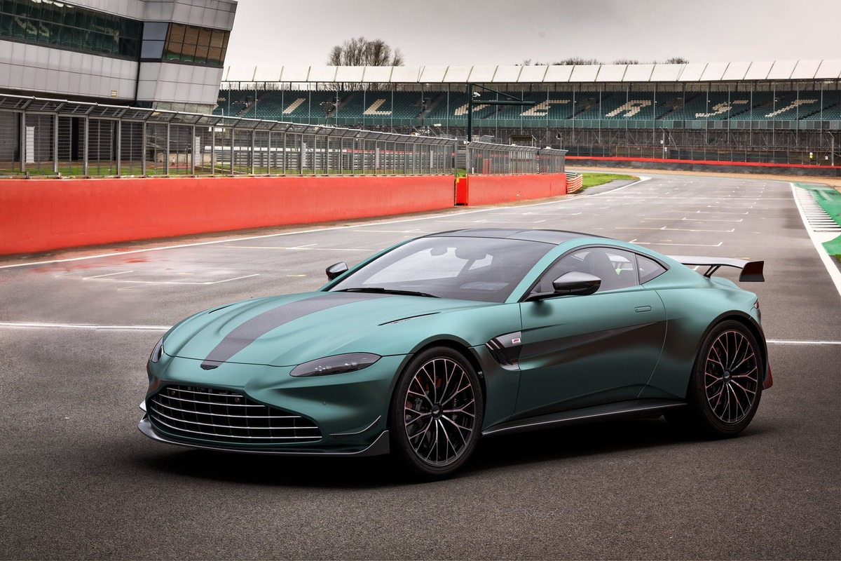 Introducing The Vantage F1 Edition Race Track Performance On The Road Presseportal
