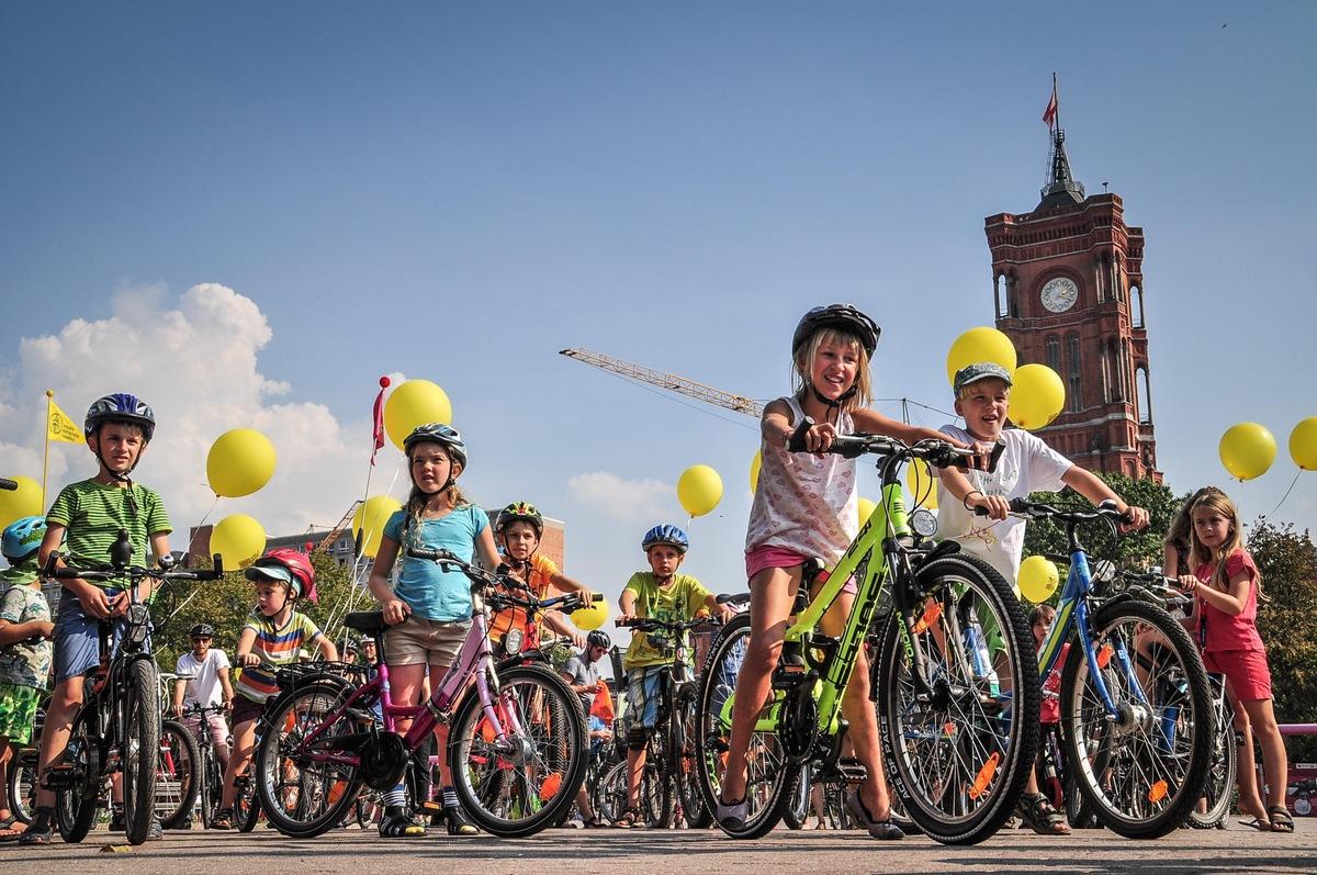 'Platz da für die nächste Generation!' - bunte Fahrraddemos