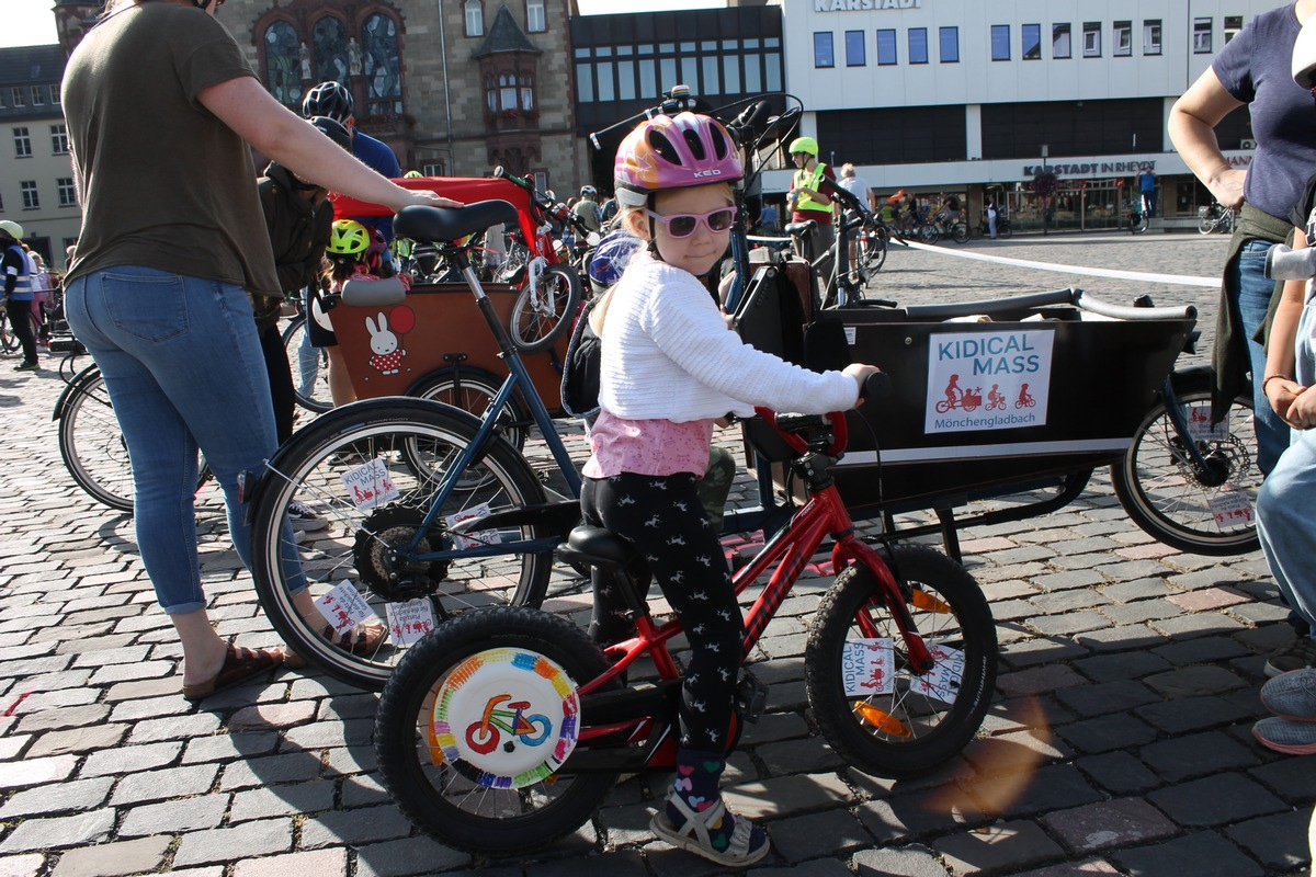 Die Kidical Mass eroberte die Straßen mit über 100 bunten Fahrraddemos