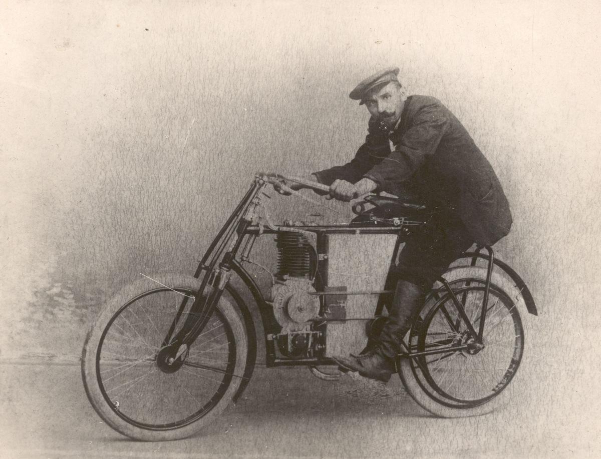 120 Jahre ŠKODA Motorsport: Startschuss auf der Strecke Paris – Berlin mit Motorrädern von Laurin & Klement