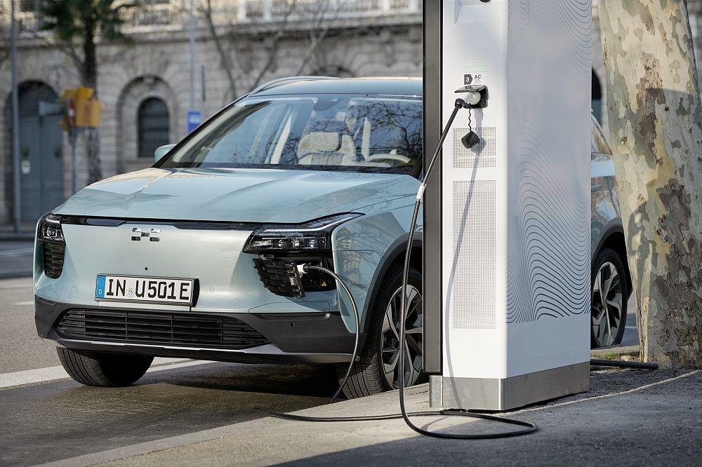 'Smartphone auf Rädern' - EURONICS bringt das erste Elektroauto in den Fachhandel