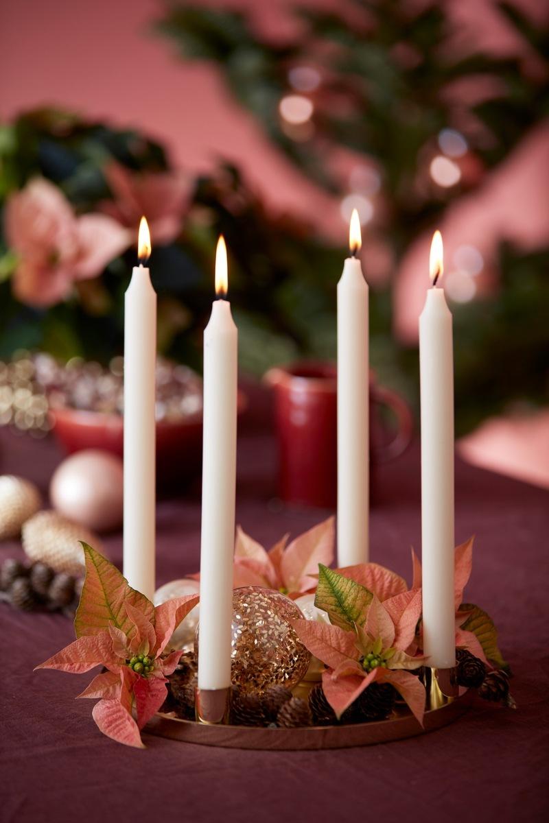 ▷ Strahlend blumige Weihnachtszeit: Neue Adventskranz-Ideen mit