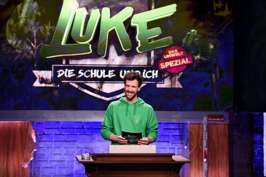 """Luke paukt mit Schülern für den Wald: Die fünfte Staffel """"LUKE! Die Schule und ich"""" startet mit einem Umwelt-Spezial – am Freitag, 19. März 2021, um 20:15 Uhr in SAT.1"""