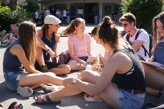 Lernen und Aufwachsen im Zeitalter der Digitalisierung / Wissenschaftler der Alanus Hochschule veröffentlichen erste Studie zu Bildungserfahrungen von Millennials an deutschen Waldorfschulen