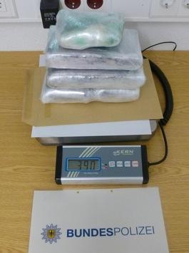 BPOL NRW: Bundespolizei stellt 3,9 Kilogramm Kokain im Wert von 170.000 Euro auf der A 61 bei Mönchengladbach sicher