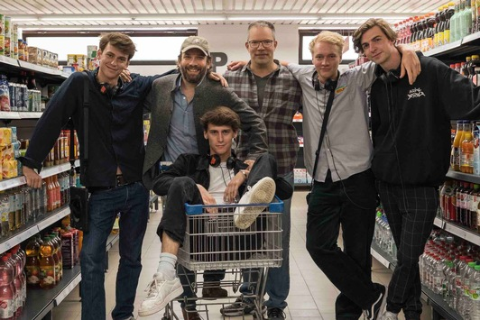 Christian Ulmen und Carsten Kelber produzieren Mockumentary-Serie Die Discounter für Amazon Prime Video