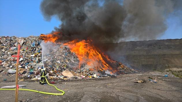 FW-GE: Brandeinsatz auf der Zentraldeponie in Gelsenkirchen-Resse