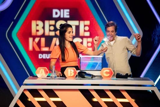 """""""Die beste Klasse Deutschlands"""" startet mit neuem Moderations-Duo, neuem Spielkonzept und spannenden Gästen in die 14. Staffel / Clarissa Corrêa da Silva und Tobias Krell präsentieren Quiz-Highlights"""
