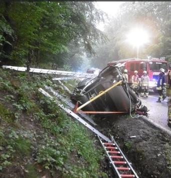 POL-AC: Am Morgen Sperrung der Mulartshütter Straße; 40-jährige Autofahrerin verunglückt