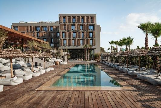 OKU Ibiza: Neues fünf-Sterne-Retreat mit Barefoot-Luxus, Entspannung und Revitalisierung